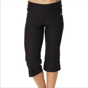 Nike Be Strong Regular Fit Flared Med Capri